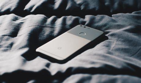 Мобильные телефоны увеличивают у человека риск развития серьезных заболеваний.
